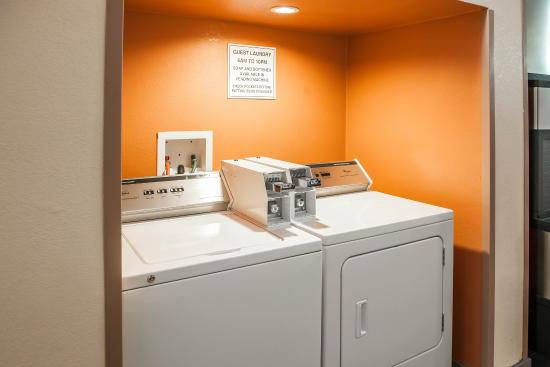 Quality Inn & Suites : LAUNDRY