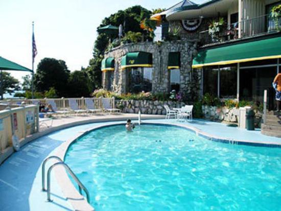 Weathervane Terrace Inn and Suites : Pool