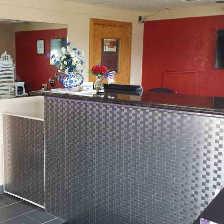 Great Lakes Inn & Suites: Lobby