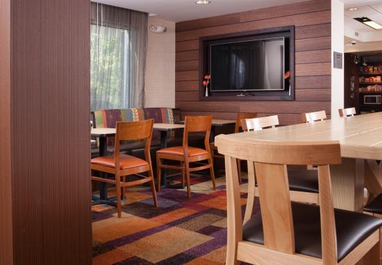 Fairfield Inn Greenville-Spartanburg Airport: Enjoy breakfast each and every morning in our dining area on the first floor near the lobby