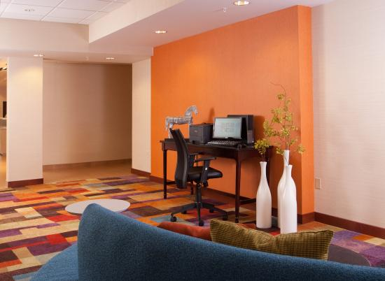Fairfield Inn Greenville-Spartanburg Airport: Print your boarding pass or stay connected on the web or with friends in our business center lou