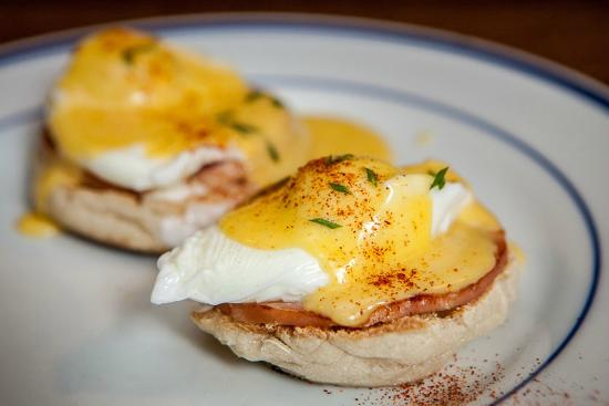 The Tartan Fox at the Meadmere: Eggs Benedict