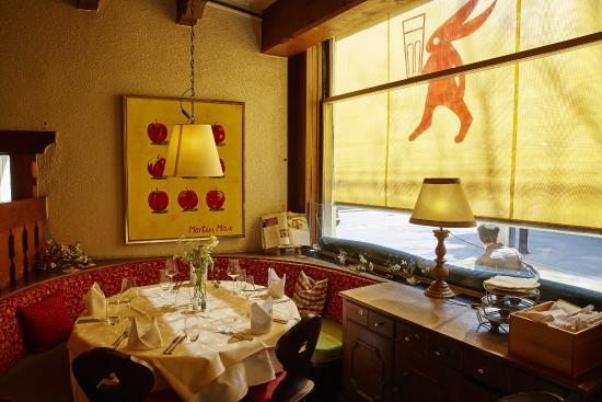 der runde tisch picture of restaurant lapin lucerne tripadvisor. Black Bedroom Furniture Sets. Home Design Ideas