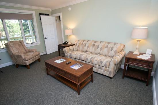The Rangeley Inn : Living room in waterview suite