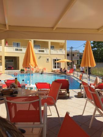 Hotel Anthimos: Fra hotellet og nede på stranda