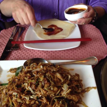 Cheng's Asian House: Mu shi and flounder - delicious!