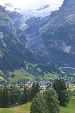 Grindelwald, Suiza: 眼下にはグリンデルワルト
