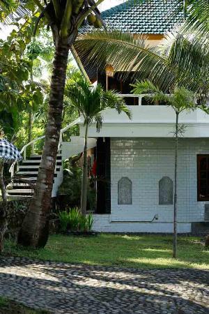 Villa Arjuna: Naar de kamers