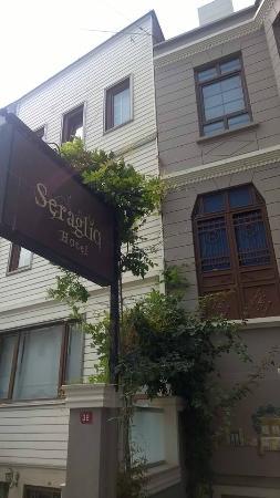 Hotel Seraglio: Outside