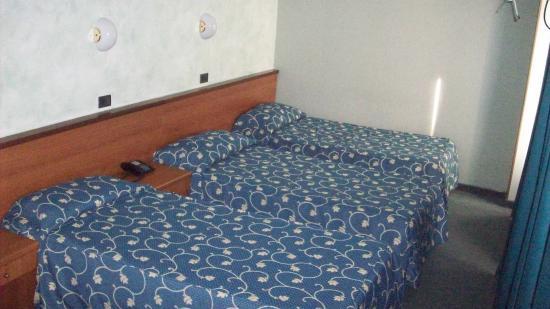 Hotel Naviglio Grande: Triple Room