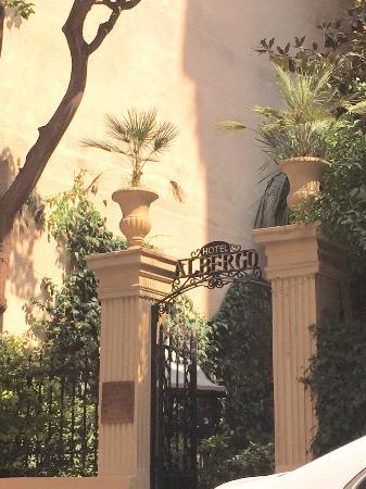 Hotel Albergo: Albergo Front Gate