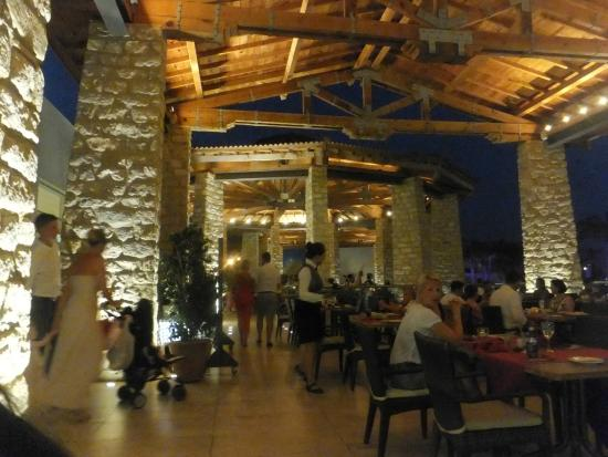 Olympic Lagoon Resort: Olympic restaurant