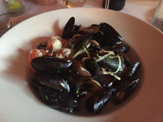 Seafood linguine, Il Bistro