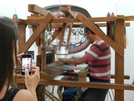 Huizache - Arte Vivo de Oaxaca: Creación de textiles.
