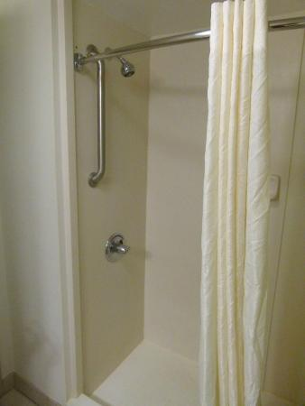 Sleep Inn & Suites Harrisonburg: Nice shower