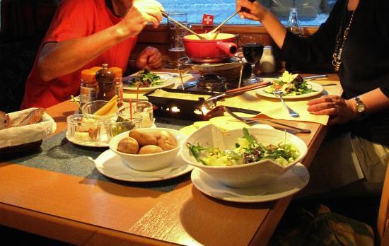 Hotel Restaurant Hirschen: チーズ三昧の夜