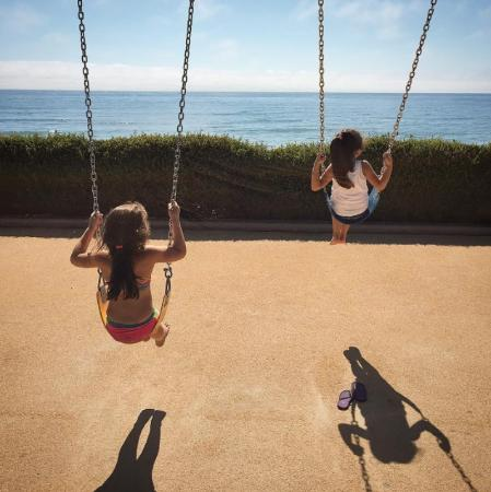 Residence Inn San Diego Del Mar: Swings with a view at Powerhouse Park