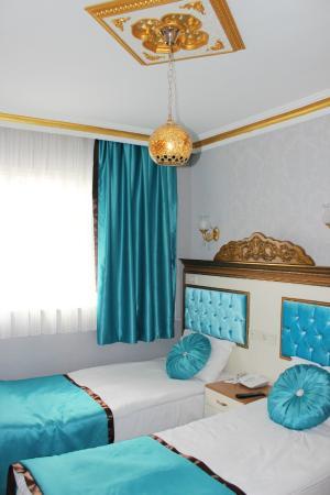 Hurriyet Hotel: twin room