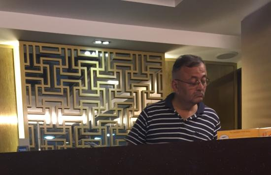 """Sandpiper Hotel Singapore : Indian Cheaters. Be aware of this place. We booked this Hotel & when we arrived, they said """"No B"""