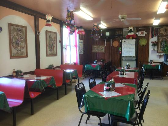 Aspers, PA: Tania's Mexican Restaurant: Dining Area