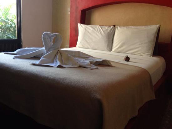 Posada Pachamama: Sólo cabe la cama ( base de cementos) y 2 personas acostadas.... Nada más!