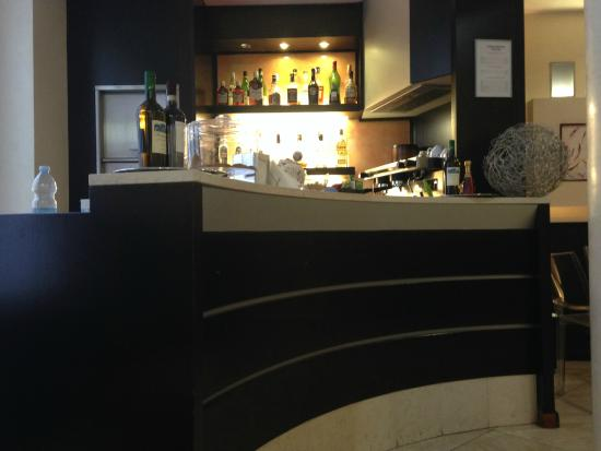 هوتل ديل كورسو: Bar