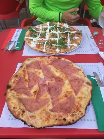 Pizzeria La Moderna: photo0.jpg