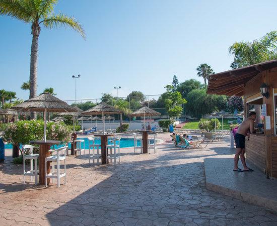 Tsokkos sun gardens hotel apartments prices resort for Garden pool apartments reviews