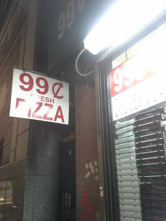 99 Cent Fresh Pizza: Lugar