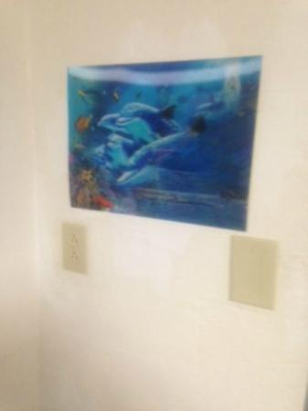 Guest Inn Rogers : Fancy artwork - 3D holographic poster stuck to the wall