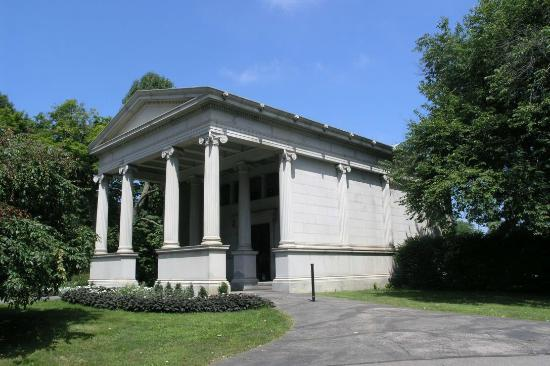 Lake View Cemetery: Wade Chapel exterior
