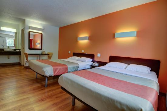 Motel 6 Kansas City: Guest Room