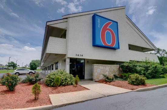 Motel 6 Kansas City: Exterior