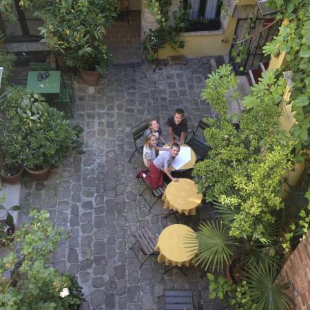 Hotel de la Tulipe Tour Eiffel: Looking down from bedroom to inner courtyard