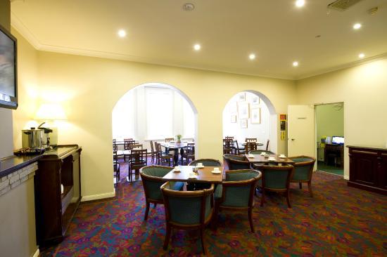 ذا وولبروكرز آت دارلينج هاربور: Dining Room