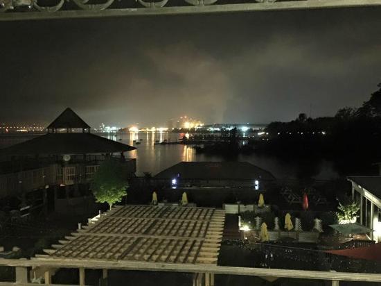 Airport Waterfront Inn : Nice view
