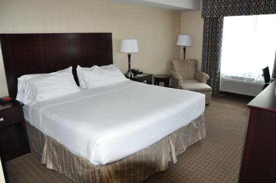 Evergreen Inn and Suites : room