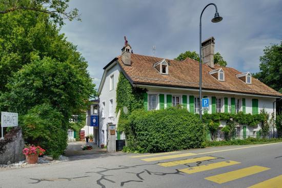 L'Ermitage de Bernard Ravet: Vuedepuislaroute
