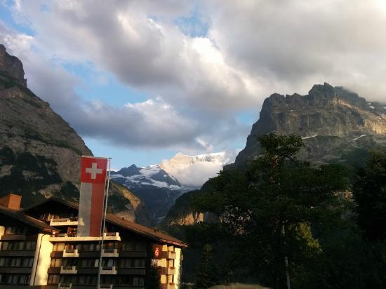 Parkhotel Schoenegg: Sicht vom Zimmer auf die Berge