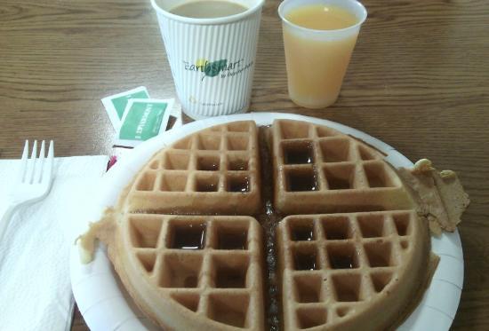 Days Inn Colchester Burlington: Complimentary breakfast - fresh waffles, orange juice and coffee.