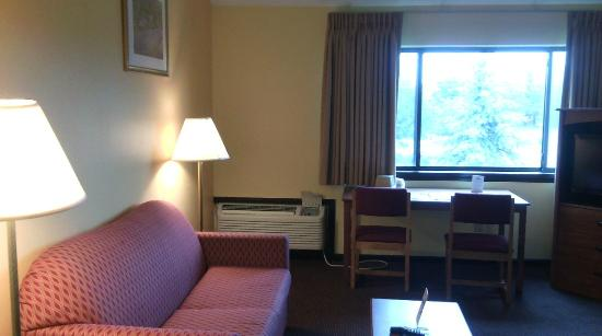 Days Inn Colchester Burlington: Business suite - living room area