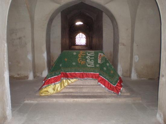 Qutb Shahi Tombs: Shahi Tombs