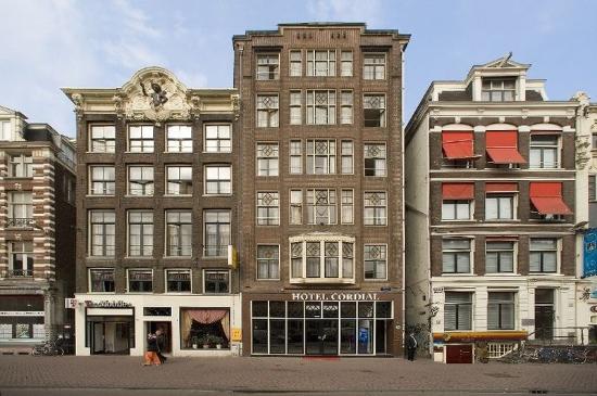 Hotel Cordial: Exterior
