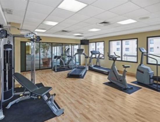Howard Johnson Plaza Hotel Madison: Fitness Center