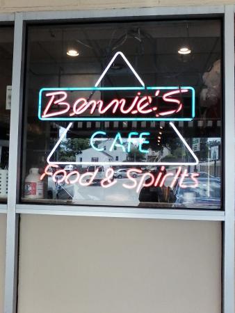 Bennie's Cafe Pub & Deli