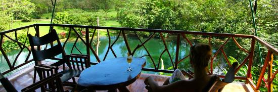 Provincie Puntarenas, Costa Rica: Rocking chairs on the porch of a Luxury Safari Tent