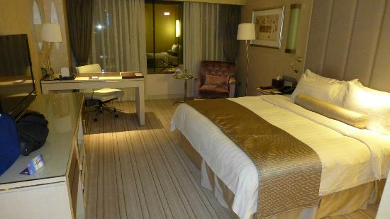 Crystal Palace Hotel: Spacious and Comfortable Room