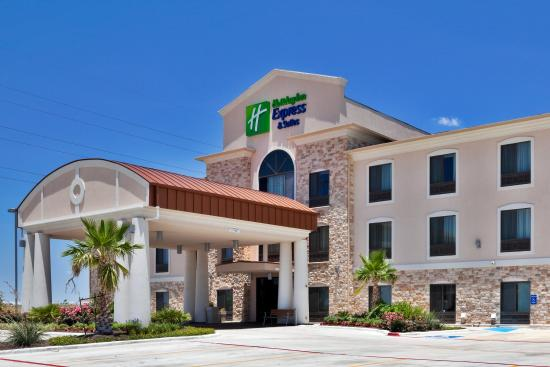 Holiday Inn Express Hotel & Suites Hutto: Hotel Exterior