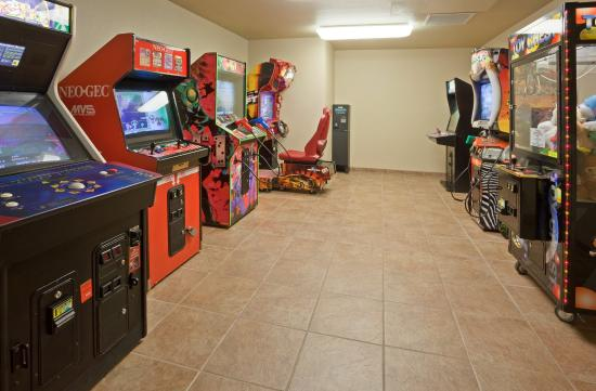 Holiday Inn Express Hotel & Suites: Game Room