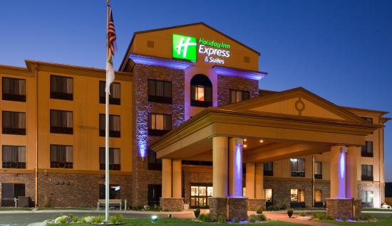 Holiday Inn Express Hotel & Suites: Hotel Exterior